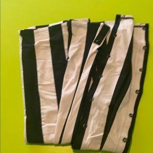 Vinyasa scarf black and white stripes